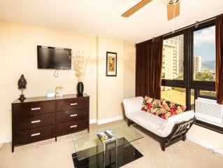 Stay in Style! Chic Kitchenette, Flat Screen, WiFi, AC, Dining Bar–Waikiki Grand