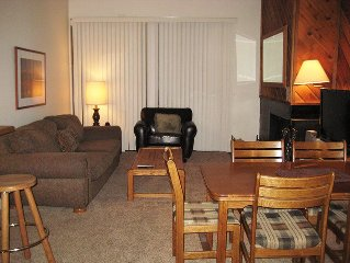 Light-filled rental near Canyon Lodge, Flat Screen TV, Nice View & Garage Parkin