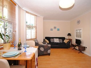 Spacious studio apartment close to the centre of Brighton.