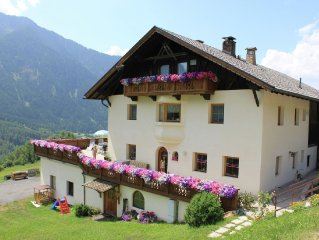 Charming apartment on a working farm with a beautiful view of the Otz Valley