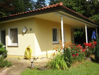 Free standing 5-person bungalow in a small holiday park.