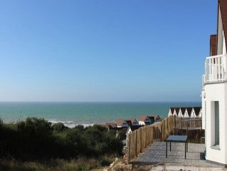 Comfortable holiday home in holiday park at walking distance from the beach