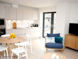 Luxurious 2 bedroom first floor apartment in Chichester Marina