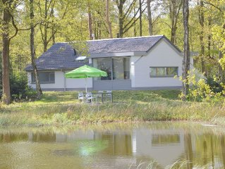 Luxurious detached bungalow with view over a beautiful fen