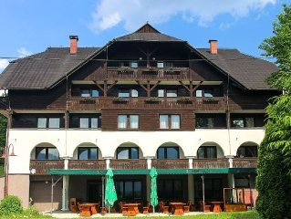Studio apartment with balcony and WiFi, in-house restaurant, close to lake