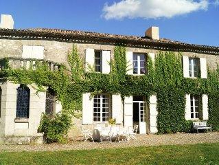 """Romantic  """"Maison de Maitre"""" with park garden, pool and views."""