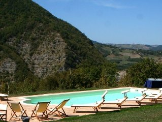 Former farmhouse in the Apennines, private swimming pool, near the ski slopes.