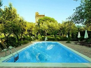 Villa Tarcisia: Un'incantevole villa storica su tre piani ricavata da una antica