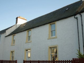 Large holiday home in the centre of Cromarty - pet friendly.
