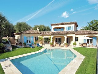 Luxurious villa with internet and nice private swimming pool, near Grasse (12 k