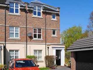 17 Quinton Fields -  a town house that sleeps 4 guests  in 2 bedrooms