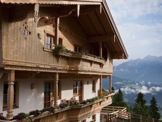 Beautiful, spacious holiday home near the pistes.
