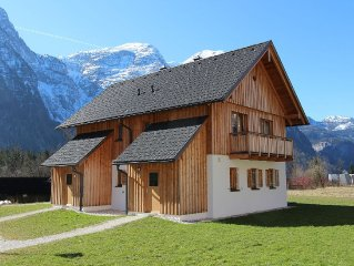 New luxury chalet located on the banks of the Hallstattersee in Obertraun.