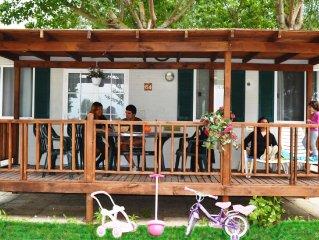 Well-kept chalet with covered veranda on Lake Trasimeno