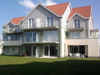 Well kept apartment in a recently built residence. Directly on the coast of Wim