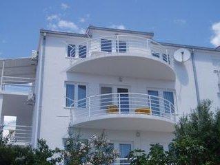Apartments Irena, (8247), Okrug Gornji, island of