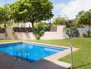 • Apartment It is an apartment of 2 rooms and with a community swimming pool. T