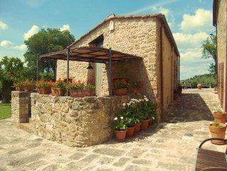 Porzione di casale di campagna  con giardino privato e piscina privata, wi-fi. P