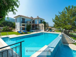 Striking 4 bedroom villa enjoying direct views over the blue Mediterranean Sea