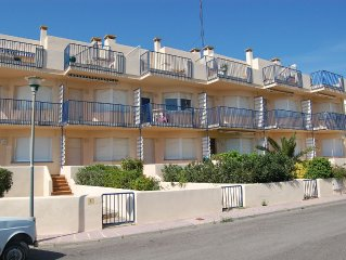 Cozy and bright apartment located in Grifeu, just 50 meters away from the beach