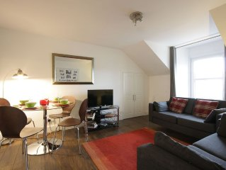City centre modern apartment with free Wi-Fi and parking