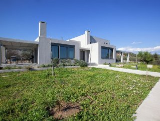 Cozy villa, stunning views to Pagasetic Gulf, near beach in Nea Anchialos, Volos