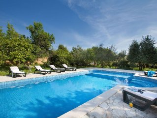 Magnificent villa, with quiet location and swimmingpool