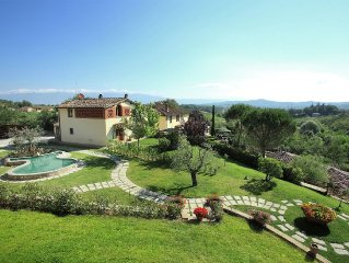 Home with a swimming pool in a central location in Tuscany