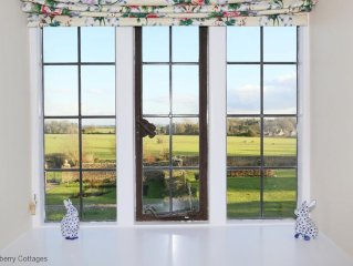 Pinkney Court Lodge -  a house that sleeps 4 guests  in 2 bedrooms