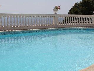 Villa Virginia: Una splendida villa su due piani rivolta al sole e al mare.