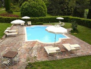 Villa Ghirlanda: Una splendida e seicentesca villa su due piani circondata dal v
