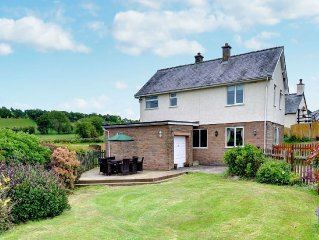 Rustic Holiday Home in Denbigh with Garden