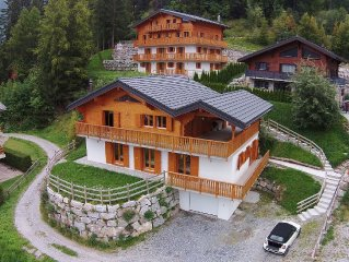 Comfortable chalet at 1500m and has a sauna.