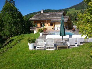 Luxurious, attractively furnished chalet with sauna, 5 minutes from the slopes