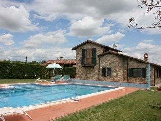 Villa con piscina e vasto giardino privati  . Castiglione del Lago (Perugia).
