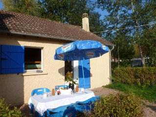 Summer house in childfriendly park, located in Bourgogne