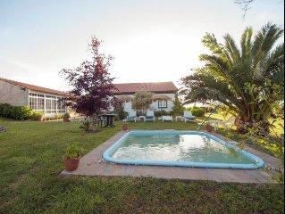 Casa en Noalla con piscina ideal para ninos