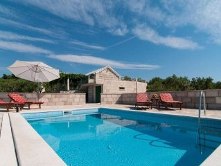 Amazing & Unique, Island 3-stone house ranch, 300m from Sea, Pool, BBQ, Wifi