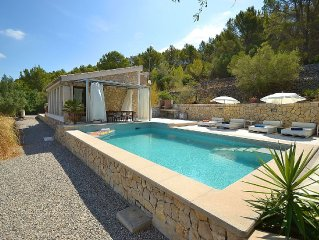 Modern furnished house with private pool and view over the mountains