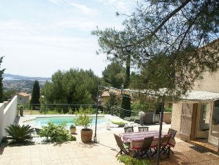 Detached villa with private pool and beautiful views over the Bay of Toulon.