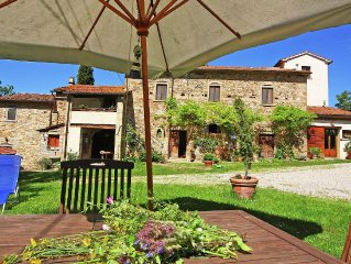 Apartment in rustic house with garden, near medieval hamlets