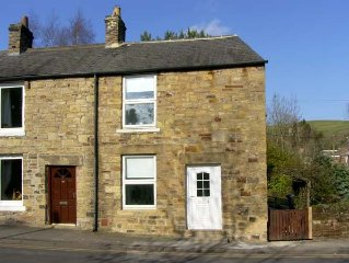 HOLLIE COTTAGE, pet friendly, with a garden in Haltwhistle, Ref 6796