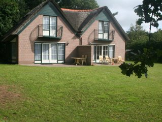 Comfortable bungalow in the quiet and natural 't Hoogelandt only 1200 m from th
