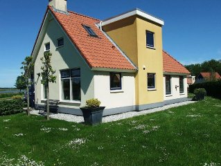 Detached villa with a dishwasher at 21 km. from Leeuwarden