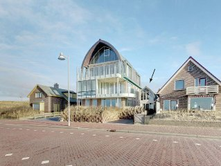 Luxury apartment directly at the boulevard and the North Sea