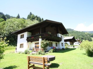 Well-maintained apartment on the edge of the cosy village of Dienten.