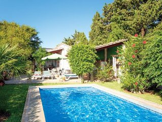 Well-equipped villa with private pool and shady garden, close to the beach