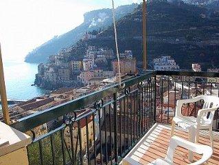 Villa Trofimena e una caratteristica villa su due piani costruita sul terreno i