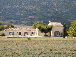 Luxury villa with a tennis court and a sauna at the foot of Mont-Ventoux!