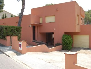 Large detached house with garden situated less than 100 meters from La Farella